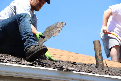 How to save yourself from the bad roofing contractors and select the best one for your home